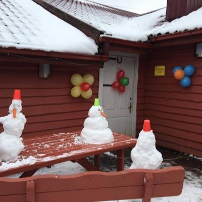 """Lapkričio mėnesį stovykla """"Merkurijus"""" moksleivius pakvietė šūkiu """"Su vėju pas mus atskriskit, su pūga atlėkit"""" į žiemos stovyklą"""