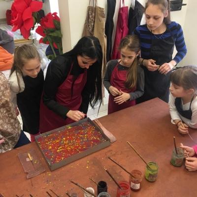 """Emocinio intelekto lavinimo stovykloje """"Ebru"""" – meninė emocijų išraiška ir patenkintų stovyklautojų pažadas sugrįžti"""