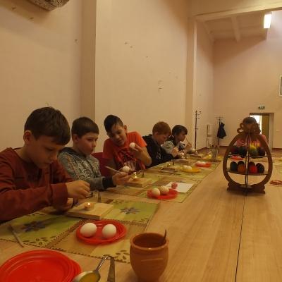 """Vaikai pasitiko pavasarį dalyvaudami turiningose stovyklos """"Atsigręžkime į mūsų senolius..."""" veiklose"""